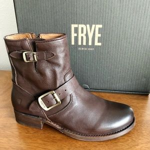 """Never Worn Frye Vicky 6"""" Brown Leather Boots"""